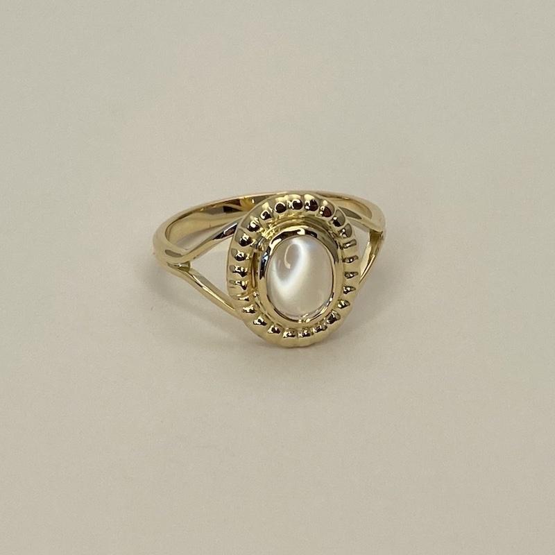 Special fremstillet ring med månesten